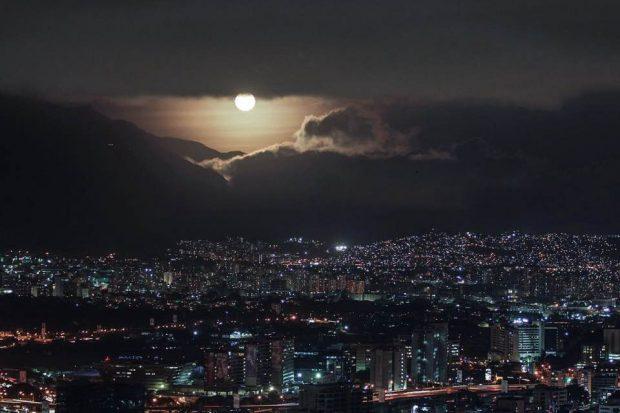 Así se vio la superluna sobre Caracas | COMUNICAS Santa Rosa de Lima > Baruta